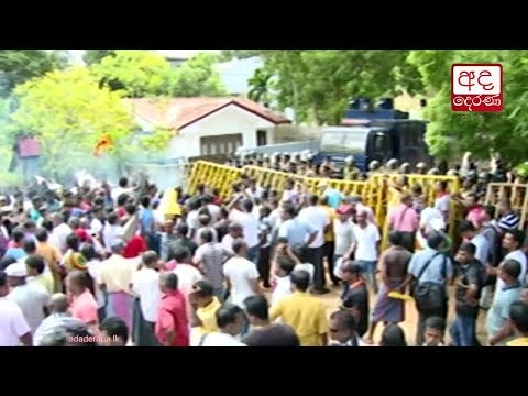 police use tear gas |eng