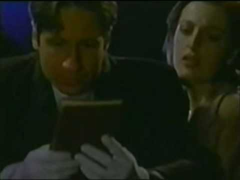Gillian Anderson bloopers in The X-Files (part 1 of 2)