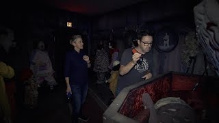 Download Lagu Ellen & Andy Visit the 'IT' Haunted House Gratis STAFABAND