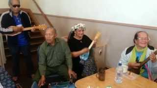 I raro i te tumunu - Mangere Older People String Band
