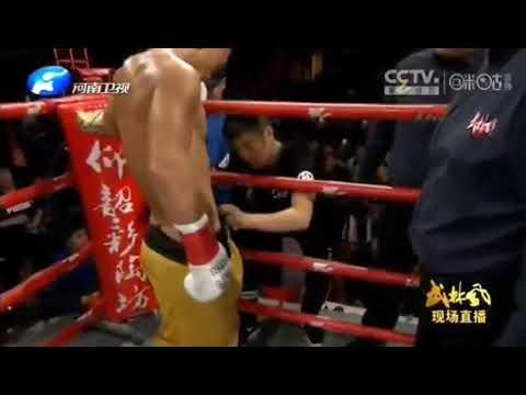 Бой шаолиньского монаха с тайским боксером стал хитом .