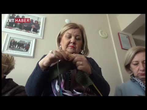 Edirne'de kadınlar Mehmetçik için yün atkı örüyor
