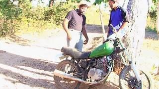 O trapaceiro. O caipira comprou a moto do trapaceiro.    muito zuadooo