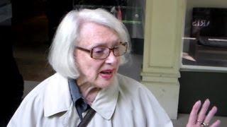 Micheline Presle à Paris le mardi 7 mai 2013 pour l'enregistrement de Vivement Dimanche