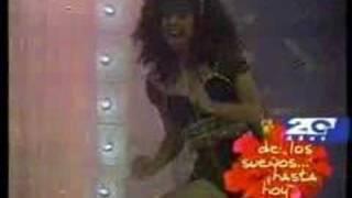 Watch Shakira Suenos video