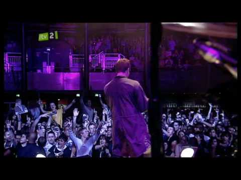 Oasis - Champagne Supernova - Live At iTunes Festival 2009