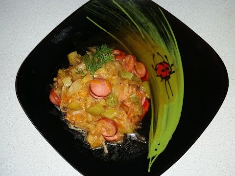 Тушеная капуста в мультиварке с кабачком и сосисками