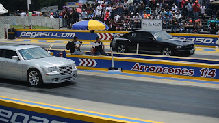Chrysler 300C SRT8 vs Charger SRT8. Arrancones Pegaso mayo 14, 2017