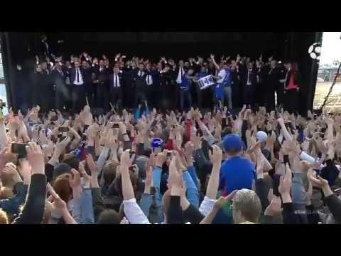 Сборная Исландия вернулась домой и устроила перекличку с болельщиками.