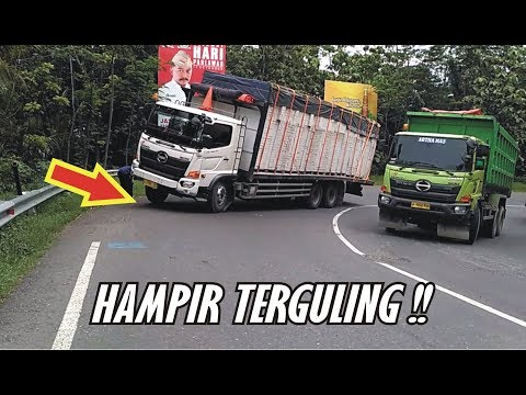 Detik Detik Truck Hino Tidak Kuat Nanjak Hampir Saja Terguling di Tikungan Timez