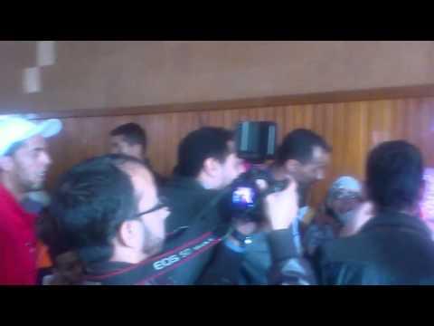 """فيديو للمواطنات الصحراويات غاضبات في لقاء حزب """"التراكتور"""" بمدينة """"كلميم"""""""