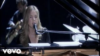 Watch Diana Krall Pick Yourself Up video