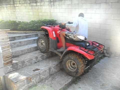 Subindo escada de quadriciclo LUKAO