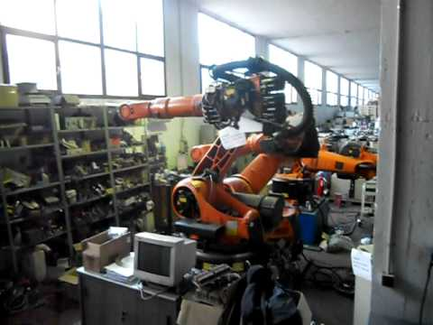 6 axis used industrial robot Kuka KR210L150 Series 2000 at www.reprobots.com