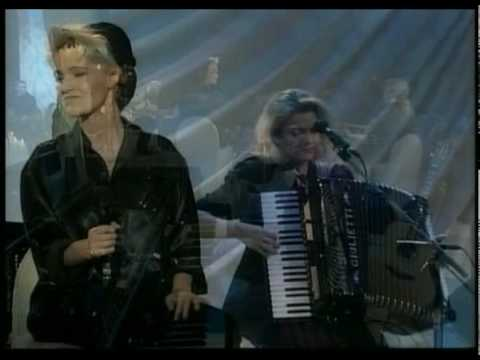It Must Have Been Love - Roxette(unplugged) video