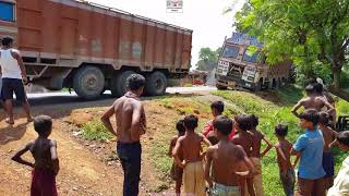 Tata 3118 lpt 12 Wheeler Truck Stuck In Mud Rescue By Jcb Backhoe And 12 Wheeler Tata Lorry.