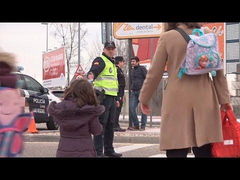 Madrid Directo acompaña a la Policía Local de Las Rozas en su servicio de salida de los colegios