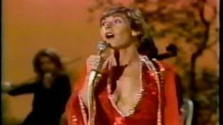 Watch Helen Reddy Make Love To Me video