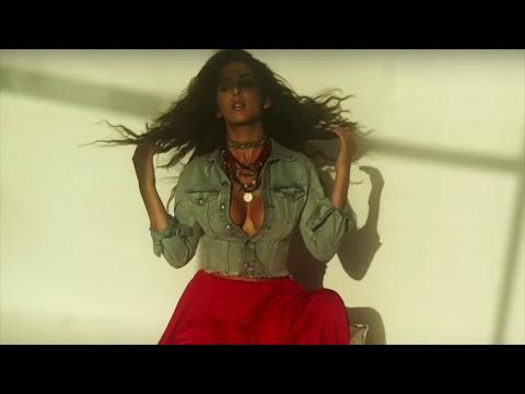 Actress Sameksha Showing her hot Nipple while Photoshoot thumbnail