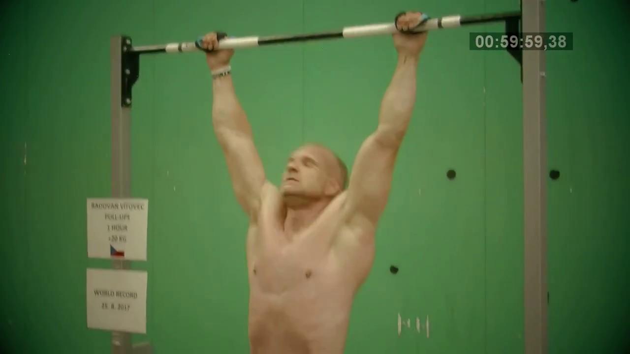 Video Nejvíce shybů na hrazdě s 20 kg závažím za 1 hodinu - překonání