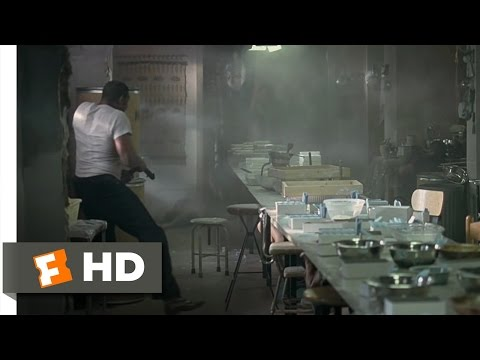 American Gangster Movie Clip - watch all clips http://j.mp/z35X8p click to subscribe http://j.mp/sNDUs5 Richie (Russell Crowe) and his men raid the heroin la...