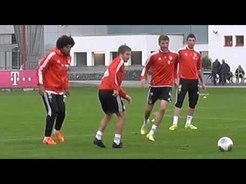 Funny - Thomas Müller kidding with Dante - Thomas Müller verarscht Dante - FC Bayern Munich