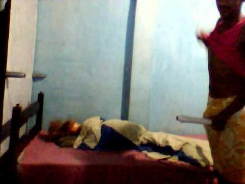 Estrupador a boneca na cama