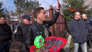 Liviu Dragnea primit la Resita cu proteste, rahat, catuse si scandal
