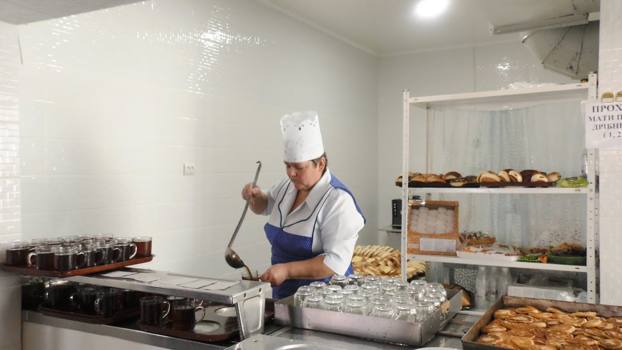 У Калуському ліцеї №2 готують за рецептами Євгена Клопотенка