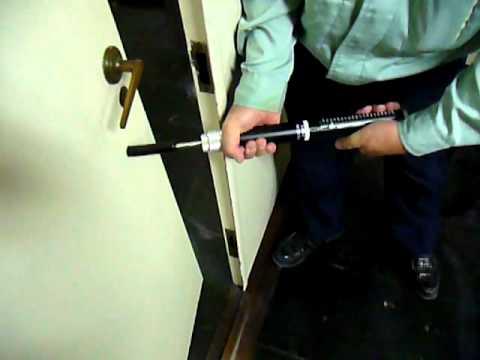 「テンションゲージ」で防火戸の運動エネルギーを測定 - YouTube