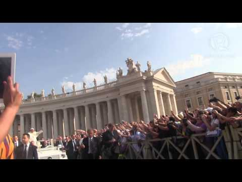 Pope Francis blesses crowd in St Peter's Square