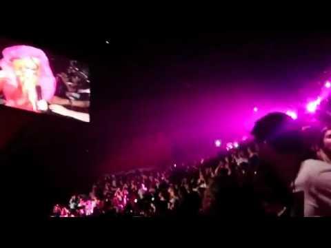 Gerard Piqué y su padre en el concierto de Shakira en París 13/06/11