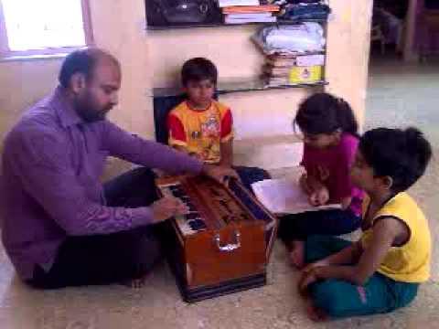 Itni Shakti hame dena data.. Sung by Mansi Karan Harmonium:...