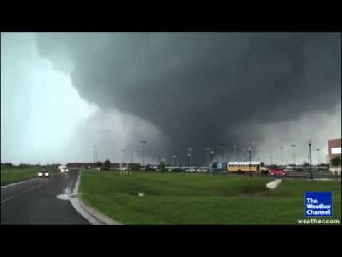 MONSTROUS 2 MILE WIDE EF5 TORNADO ROARS THROUGH OKLAHOMA MONDAY DEVISTATING REGION (MAY 21, 2013)