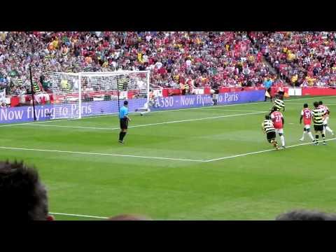 Emirates cup 2010 Giorgios samaras fucks up a penalty