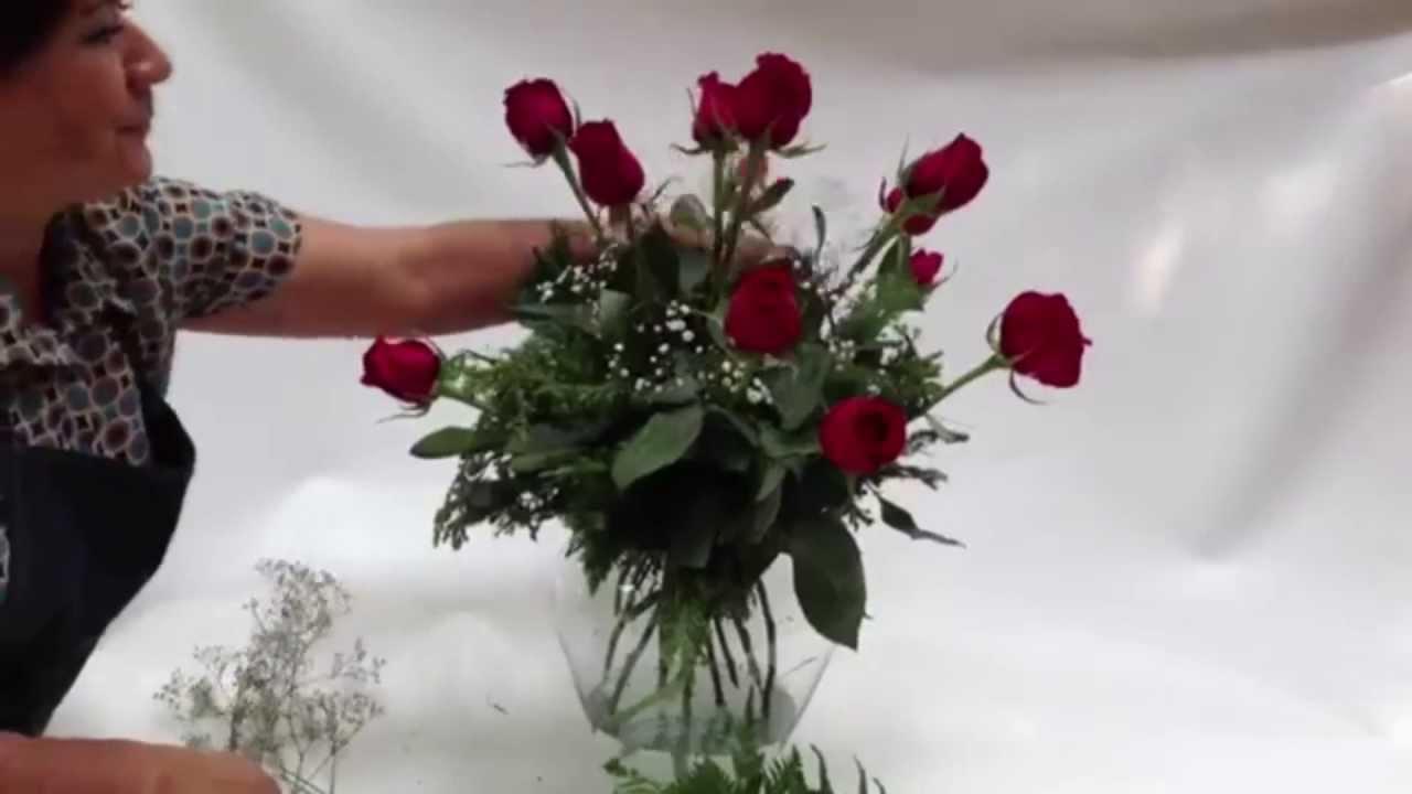 Como hacer un arreglo de rosas rojas youtube for Como hacer adornos con plantas artificiales
