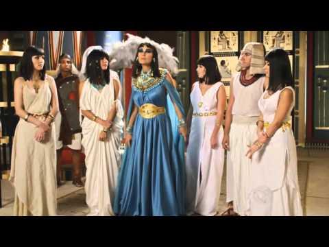 'Fazendo a egípcia': Xuxa invade o casamento de Ramsés e Nefertari em Os Dez Mandamentos