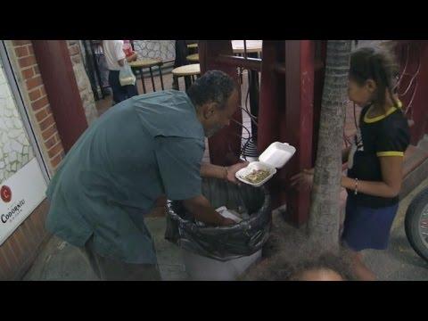Comer de la basura, el drama del hambre en Venezuela