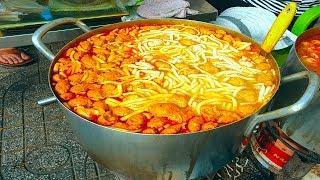 Lạ lẫm với bánh canh không cá, không giò heo nhưng cực kì đông khách chỉ bán 3 tiếng  ở Sài Gòn