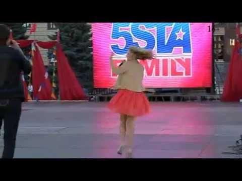 """Радиостанция """"Юмор ФМ"""" и группа """"5sta family""""на выпускном балу в Липецке."""