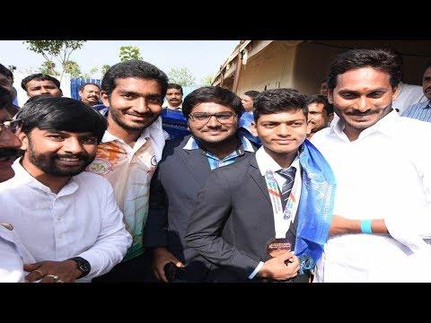 YS Jagan Padayatra | వైఎస్ జగన్ ను కలిసిన రోలర్ స్కేటింగ్ విద్యార్థులు