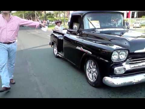 Autos Clasicos y antiguos en Feria de Cali , Camioneta Chevrolet Apache. MoralesV291209_15.31.AVI