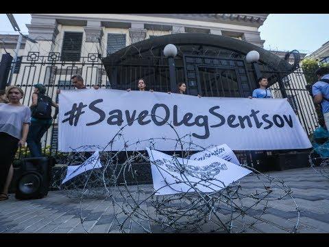 Під посольством РФ натягнули колючі дроти