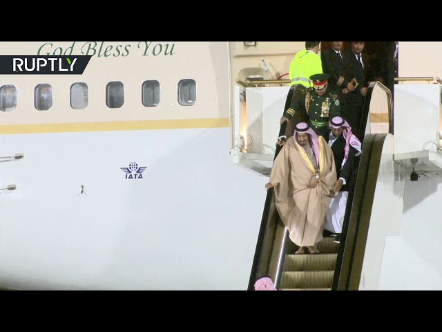 RAW: Saudi King's escalator breaks down as he arrives in Moscow on historic state visit