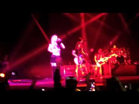 The Avril Lavigne Tour (ciudad De México) Completo video