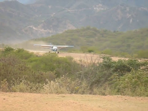 cessna 206 aterrizando en morelos chihuahua mexico