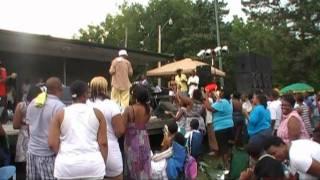 Lamorris Williams Gets Freaky Onstage With Fan Singing Impala - www.lamorriswilliams.net