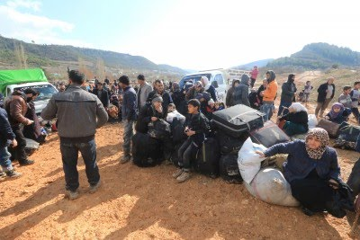 Turkey pressured to open border as thousands of Syrians flee