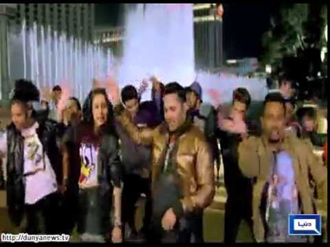 Shraddha Kapoor, Varun Dhawan promote ABCD2 in Mumbai radio station