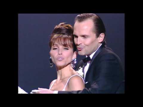 Miguel Bosé y Ana Belén cantan Tómbola en los Goya 1997